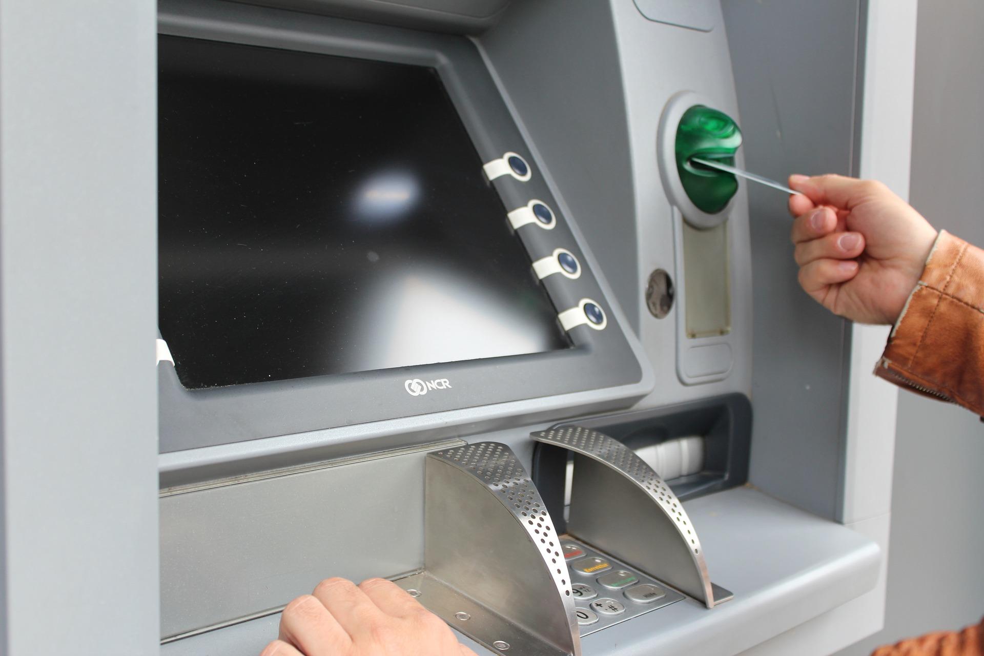 いまさら聞けない…銀行振り込みのやり方は? 銀行・郵便局・窓口・ATM・ネットバンク各パターンでご紹介