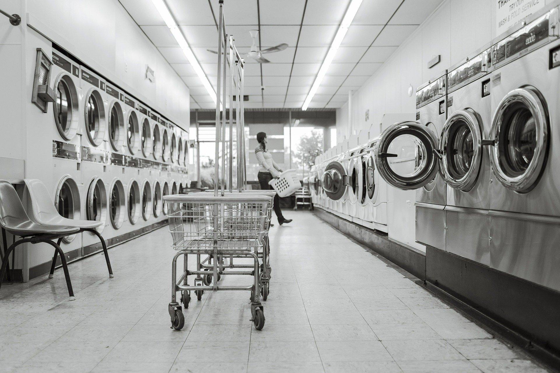 洗濯機とコインランドリー、どっちが安い?