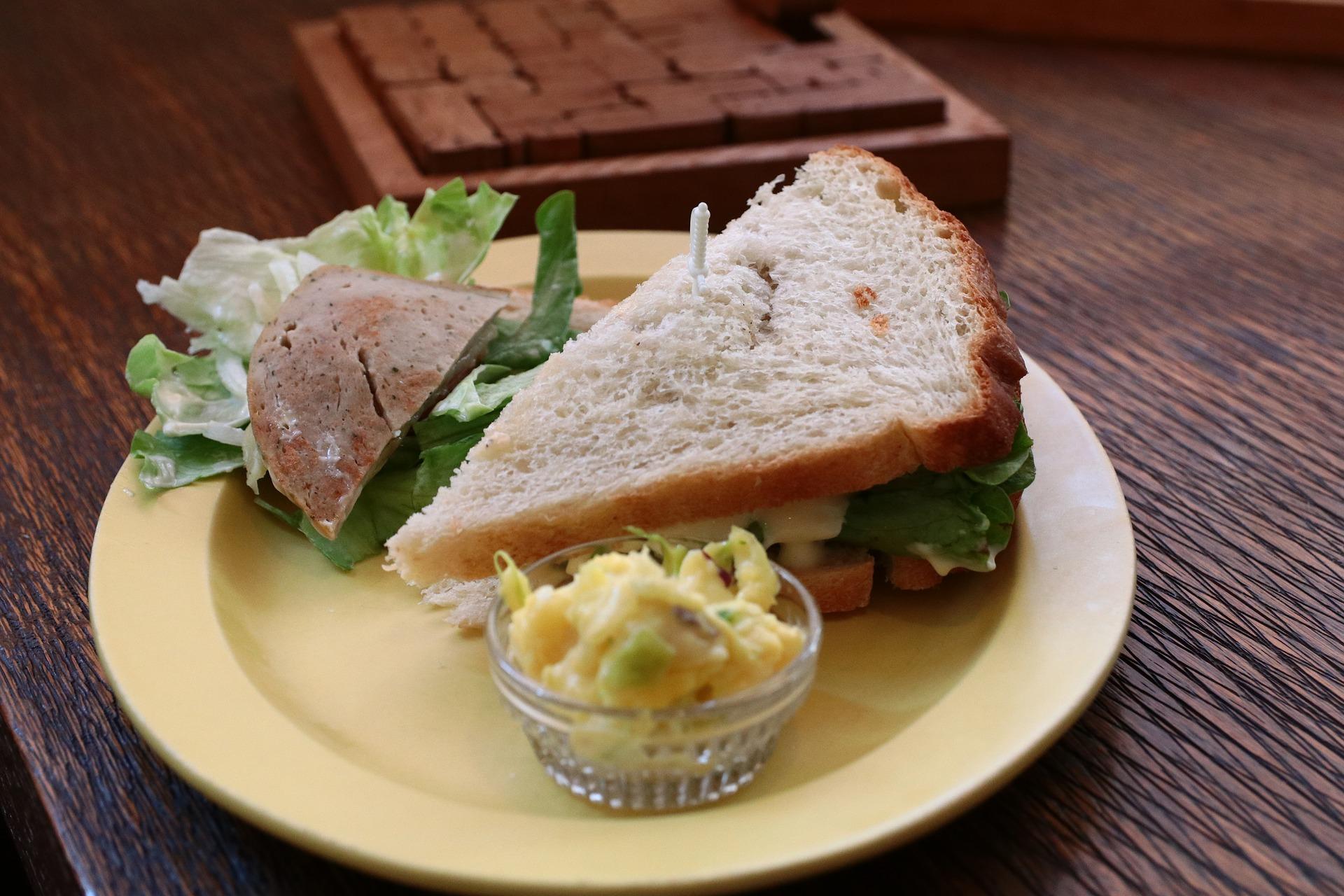 セブンイレブンの新商品をランチに食べよう!新商品サンドイッチ&デザートを紹介