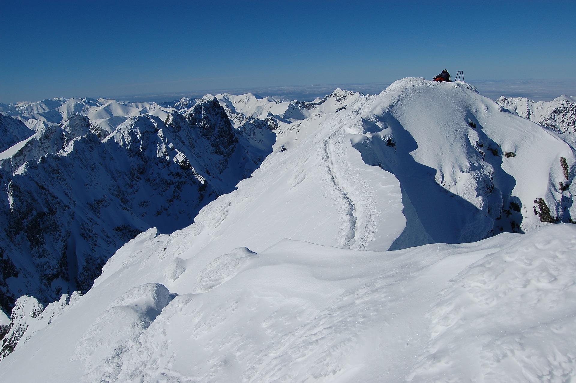 カカボラジ山の高さ・場所、地図・気候や難易度は?
